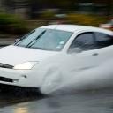Aquaplaning zvyšují sjeté pneumatiky a rychlá jízda