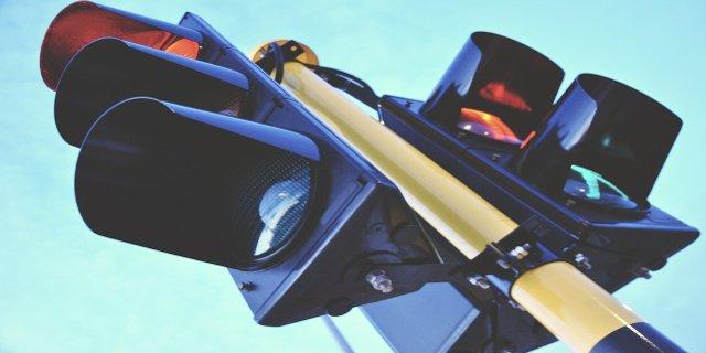 křižovatka, semafory, pravidla silničního provozu