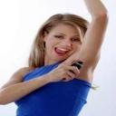 Jaký je rozdíl mezi antiperspirantem a deodorantem?