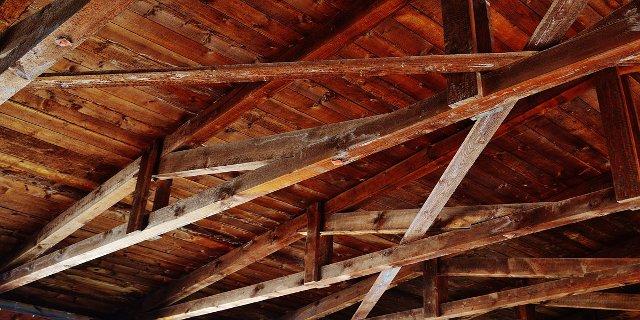 dřevěné trámy, rekonstrukce podkroví, dřevo