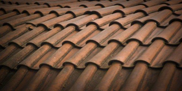 bydlení, střechy, střešní krytiny, pálené tašky