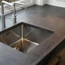 Betonová kuchyňská linka - originální design a snadná údržba