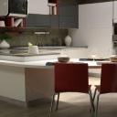 Jak uzpůsobit kuchyňskou linku, když v ní budou vařit rozdílně vysocí členové domácnosti?