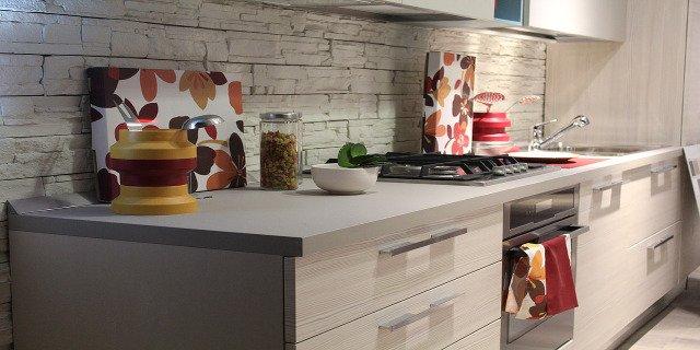 bydlení, kuchyně, vaření, malá kuchyň, stolování, jídelní stůl, židle