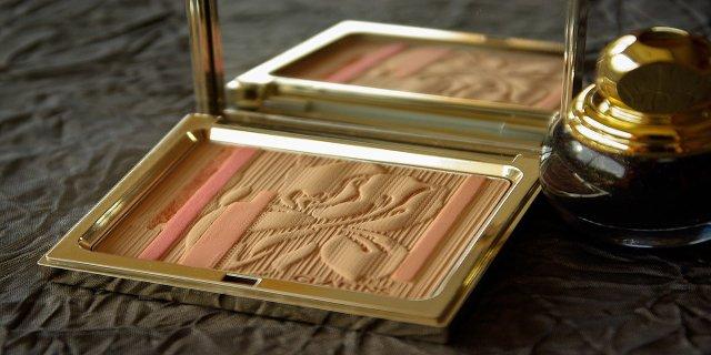 dekorativní kosmetika, krása, líčení, růž natvář, tvářenka