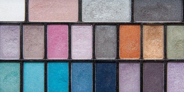 ženy, líčení, dekorativní kosmetika, oční stíny, růž, tvářenka, perleťové stíny naoči