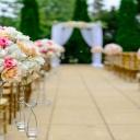 Jaké oblečení a líčení zvolit, když jste pozvaní na svatbu?