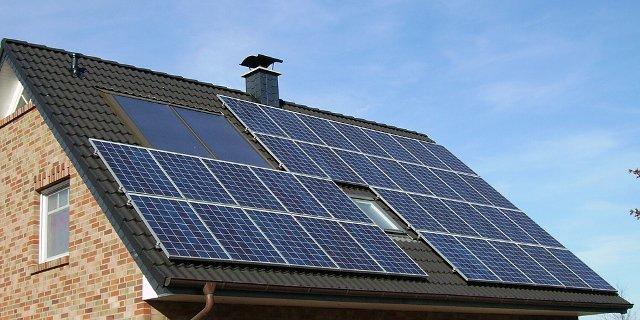 bydlení, dům, stavba, energie, solární panely, tepelné čerpadlo