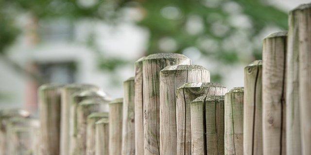 ploty, stavba plotu, pozemek
