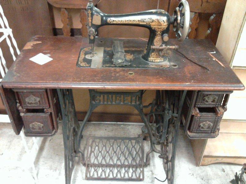 šlapací stroj, šicí stroj, starožitnictví, design
