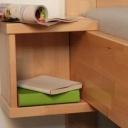 Závěsný noční stolek - ideální doplněk malé ložnice
