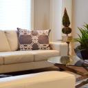 Obývací pokoj zvětší světlé barvy, vhodně umístěný nábytek a zrcadla