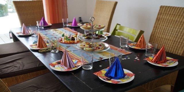 oslava narozenin, dětská párty, rodina, rodiče, děti