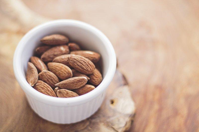 zdravá výživa, dieta, mandle, vitaminy, minerály, cholesterol