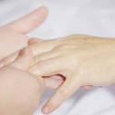 Domácí zábaly na ruce, které zaručeně pomáhají suché pokožce