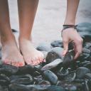 Těžké a oteklé nohy v létě? Pomůže masáž a ledová koupel!