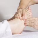 Zarůstání nehtů na nohách může vyřešit návštěva podologie
