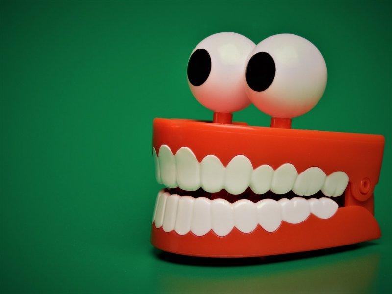 zuby, čistění zubů, zubní kartáček, zubní nit, dentální hygiena
