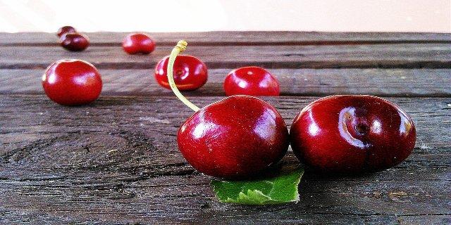 bolest, přírodní léčba, třešně, zázvor