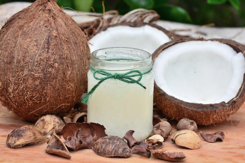 kokosový olej, zdraví, vitaminy, péče opleť, masáž