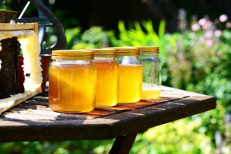 med, přírodní produkty,. zdraví, vitaminy, minerály, enzymy, přírodní léčba