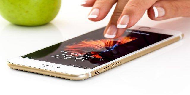 mobilní telefon, láska, vztahy, milování