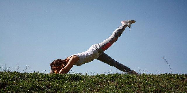 cvičení, jóga, vzdušná jóga, párová jóga, zdraví, mysl