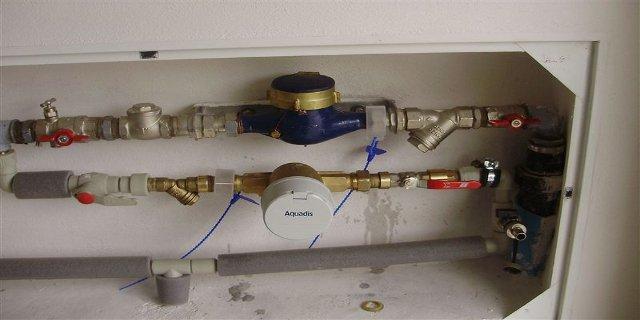 bydlení, voda, pitná voda, vodovod, vnitřní vodovod, vodovodní trubky