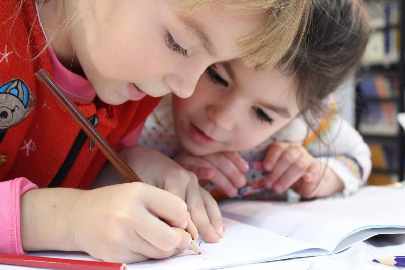 škola, školka, děti, rodiče, kreslení, psaní