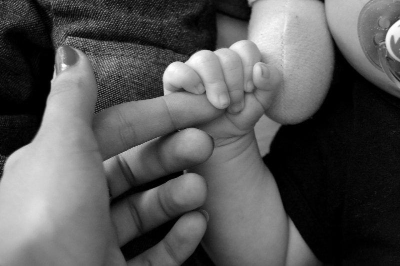 miminko, matka, šátkování, nošení dětí všátku, citový vývoj dítěte, motorický vývoj dítěte