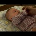 Odsávání hlenů miminkům   - video