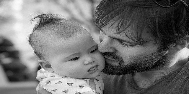 miminka, otec, rodina, péče odítě, matka, bezpečí dítěte