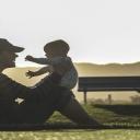 Rodiče malých dětí méně cvičí a častěji se nezdravě stravují