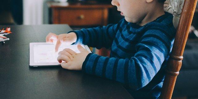 tablet, děti, výchova dětí