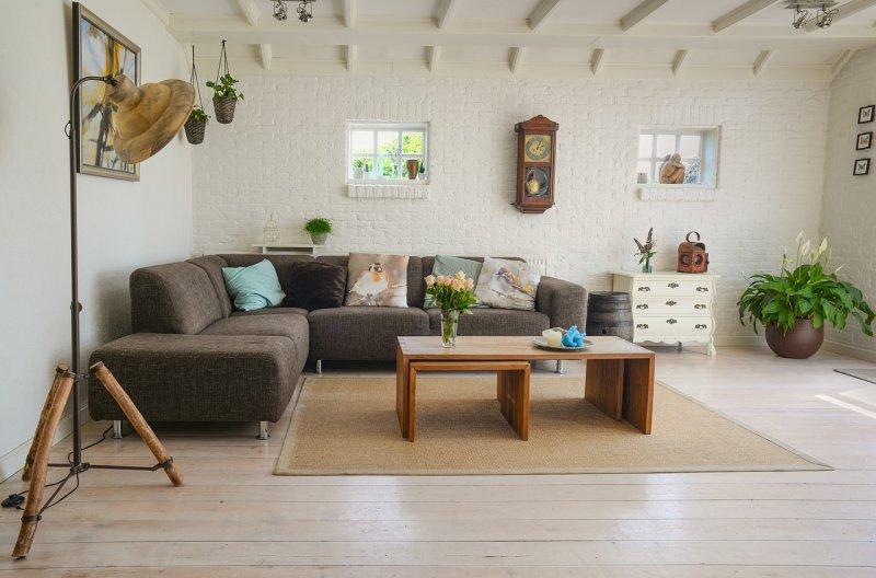 strop, místnost, bydlení, byt, malování, tapetování