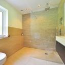 Koupelny ve stylu etno, bílé klasiky nebo luxusního kamene?