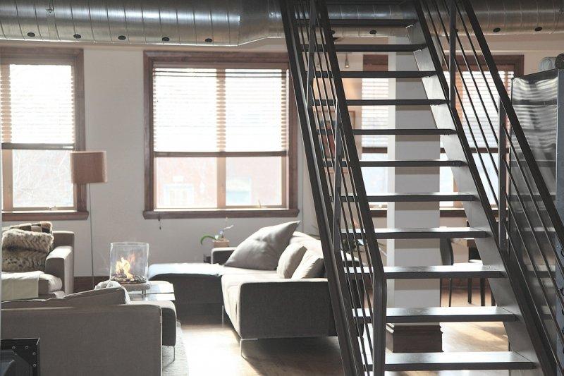 schody, schodiště, bydlení, renovace schodů, tapetování, natírání
