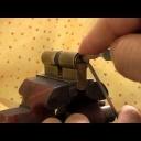 Otvírání zámků bez klíče - video