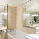 Lepení zrcadla - jednoduchý způsob jeho instalace do interiéru