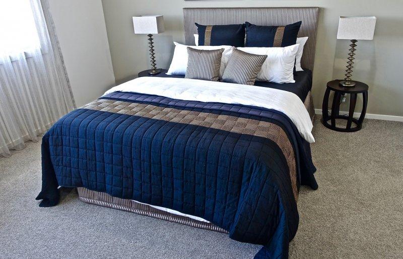 postel, přehoz přes podtel, ložnoce,bytový textil