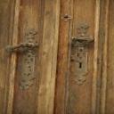 Masivní bezpečnostní kování dveří - bezpečnost našeho obydlí