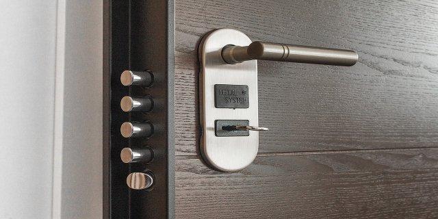 okna, dveře, alarm, zámek, byt, vykradení bytu, zloděj, bezpečnostní vložka, centrální zabezpečení domu