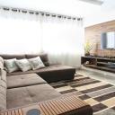 Záclony oblékají okna a skvěle dotvářejí vzhled celé místnosti