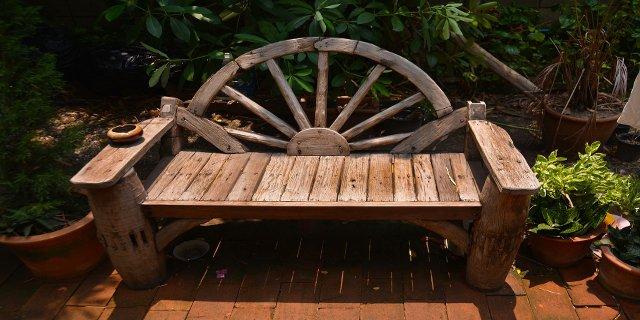 zahrada, lavička, sezení nazahradě, kutil, výroba lavičky