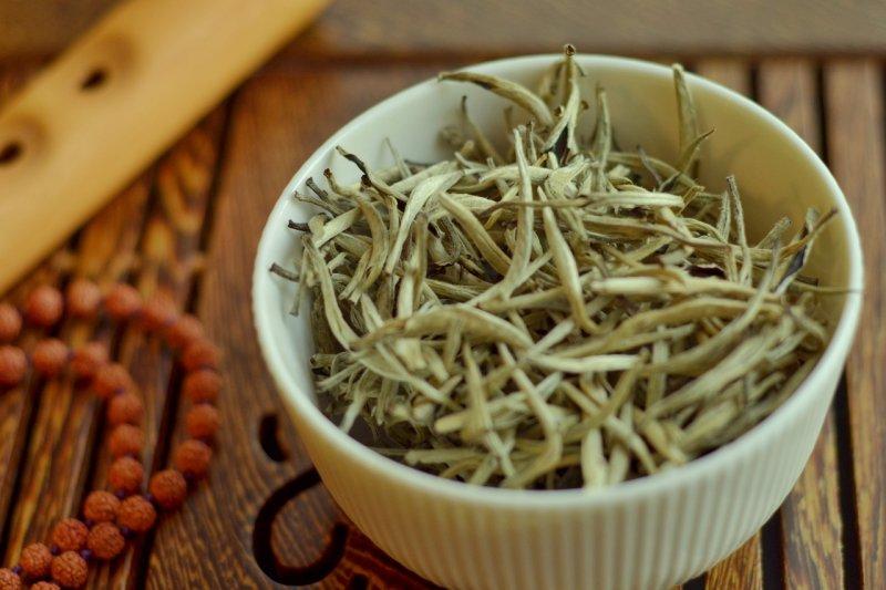 bílý čaj, detoxikace, zdraví, hubnutí