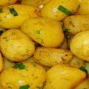 Nové brambory vařte ve slupce, zachovají si důležité minerály a vitaminy