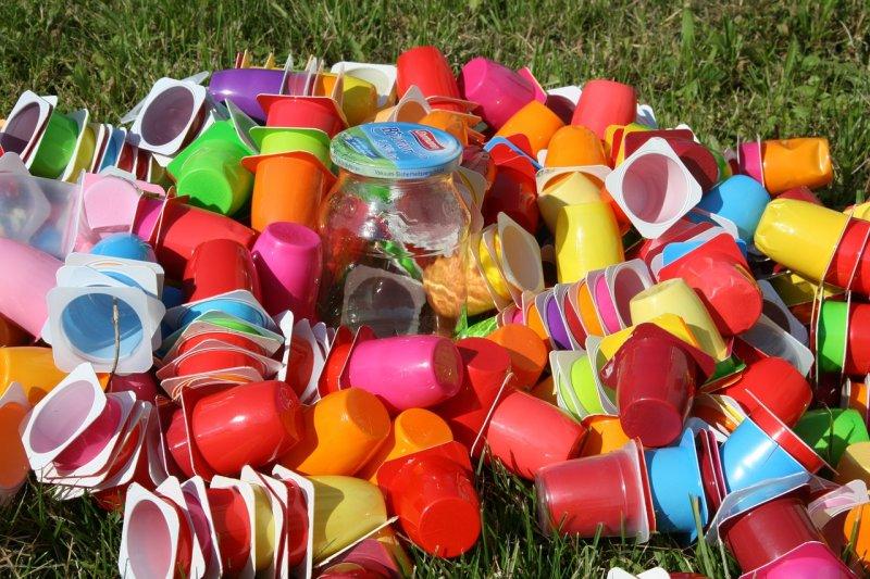 plasty, ekologie, odpady, škodliviny vjídle avodě