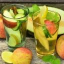 Zdravé nápoje, které osvěží a dokonale hydratují pleť v létě