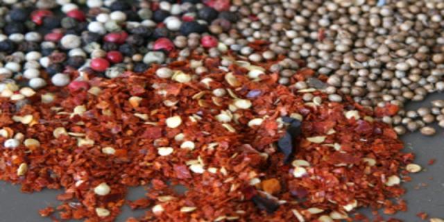 Koření - šafrán, badyán, anýz, vanilka, kakao,hřebíček, kurkuma, paprika akajenský pepř