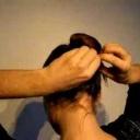 Jak si sčesat vlasy nahoru a vytvořit vkusný drdol - video